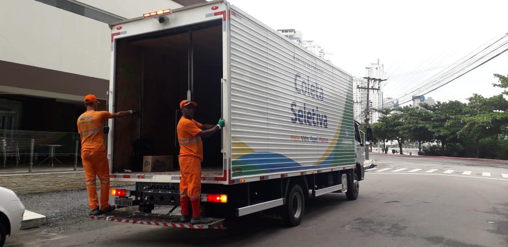 Agora serão oito equipes coletando recicláveis em Balneário Camboriú